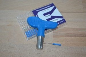 Spray tip cleaning needles